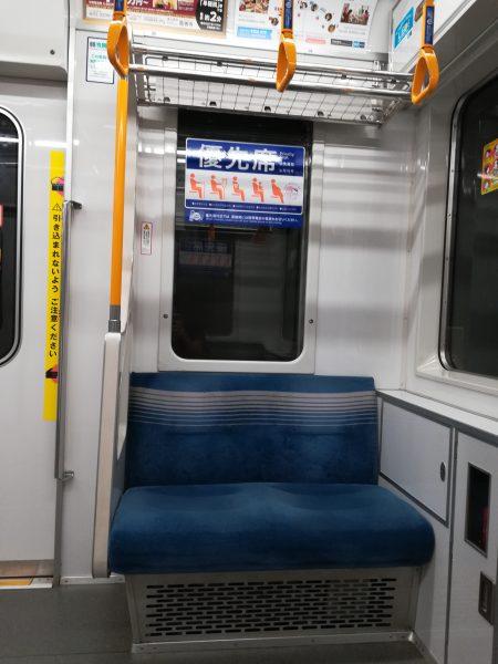 電車の優先席、30代男性の意見