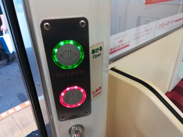 青梅線の電車に開閉ボタンがある理由