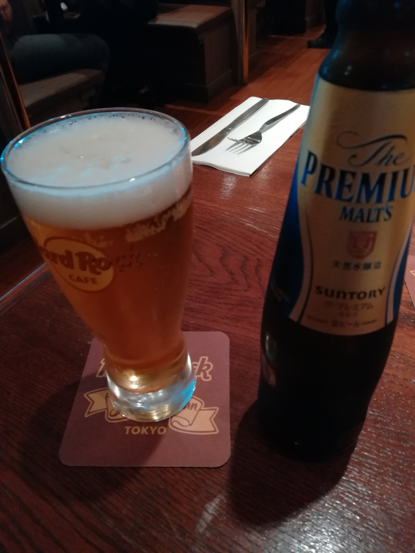 横浜みなとみらいのハードロックカフェでビール